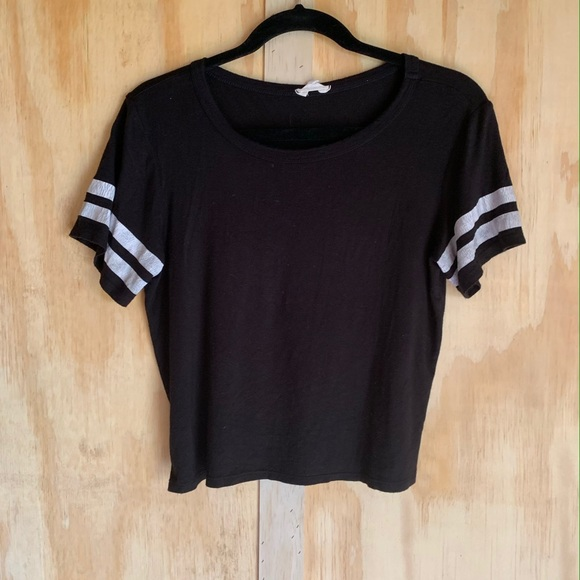H&M Tops - H&M black small crop tee baseball sleeves